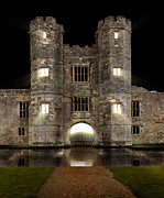 Simon Bratt Photography - Castle with moat and...