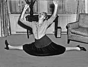 Charlotte Photo Prints - Charlotte Greenwood does the splits at 50 Print by Underwood Archives