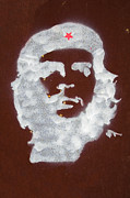 Fighter Star Fighter Prints - Che Guevara graffiti on rusty plate Print by Jose Elias - Sofia Pereira