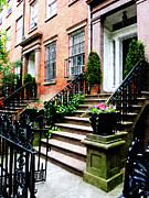 Stoops Prints - Chelsea Brownstone Print by Susan Savad