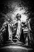 Abraham Lincoln Photo Framed Prints - Chicago Abraham Lincoln Sitting Statue Black and White Framed Print by Paul Velgos