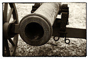Civil War Cannon Prints - Choosing Targets Print by John Rizzuto