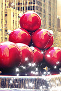 Red Giant Photos - Christmas in New York by Sophie Vigneault