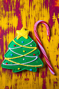 December Prints - Christmas tree cookie Print by Garry Gay