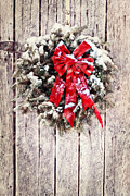 Christmas Wreath On Barn Door Print by Stephanie Frey