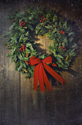 Sandra Cunningham - Christmas wreath on the wood background