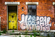 Dilapidated Houses Prints - Cincinnati Glencoe Auburn Place Graffiti Picture Print by Paul Velgos