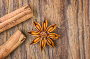 Palatia Photo - Cinnamon sticks and star...