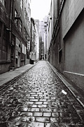 Cobbles Art - City Lane Melbourne by Linda Lees