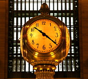 Xanat Flores - Clock at Grand Central