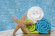 Star Fish Art - Colourful towels by Christopher and Amanda Elwell