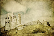 Front Room Digital Art - Corfe Castle - Dorset - England - Vintage Effect by Natalie Kinnear