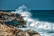 Sea Shore Digital Art - Crashing Waves by Bennie Thornton