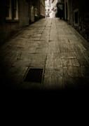 Edward Fielding - Dark alley in old historic city