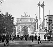 George Dewey Monument Prints - Deweys Arch Monument Madison Square New York 1900 Print by A Gurmankin