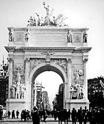 George Dewey Monument Prints - Deweys Arch New York 1900 Vintage Photograph Print by A Gurmankin
