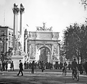 George Dewey Monument Prints - Deweys Arch New York City 1900 Vintage Photograph Print by A Gurmankin