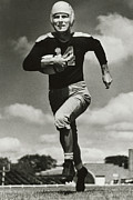Nfl Prints - Don Hutson running Print by Sanely Great