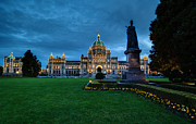 Queen Victoria Metal Prints - Dusk in Victoria Metal Print by Mike Reid