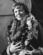 Famous Aviators Posters - Earhart Arrives In Hawaii Poster by Underwood Archives
