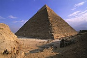 Photographies Prints - Egypt. Giza. Giza. Khafres Pyramid Print by Everett