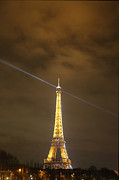 Defense Prints - Eiffel Tower - Paris France - 011346 Print by DC Photographer