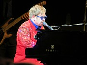 Elton John Art - Elton John live by Aaron Martens