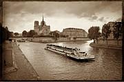 BERNARD JAUBERT - Excursion boat on the Seine.Paris