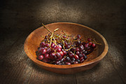 Wine Room Framed Prints - Food - Grapes - A bowl of grapes  Framed Print by Mike Savad