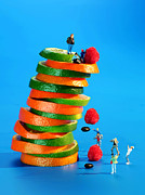 Educational Prints - Free falling bodies experiment on fruit tower Print by Paul Ge