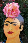 Viva La Vida Galeria Gloria  - Frida with rose in hair