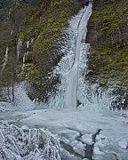 Pour Photos - Frozen Horsetail Falls 120813a by Todd Kreuter