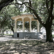 Stippling Framed Prints - GAZEBO AT BATTERY PARK - In Charleston SC  Framed Print by Andrew Wells