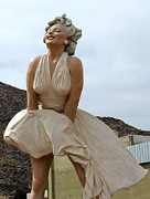 Gregory Dyer - Giant Marilyn Monroe Statue in Palm Springs - 01