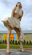 Gregory Dyer - Giant Marilyn Monroe Statue in Palm Springs - 03