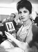 Lollobrigida Framed Prints - Gina Lollobrigida Wins Award Framed Print by Underwood Archives
