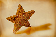 Weihnachten Prints - Golden Star Print by Sabine Jacobs