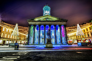 Wow Prints - GOMA Glasgow lit up Print by John Farnan