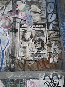 Ernesto Guevara Posters - Graffiti in New York City Che Guevara Mussolini  Poster by Anna Ruzsan