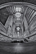 Grand Central Corridor Bw Print by Susan Candelario