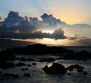 Crepuscular Rays Prints - He ala nei e mapu mai nei Aloha Hookipa Print by Sharon Mau