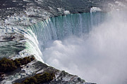 Horseshoe Falls Framed Prints - Horseshoe Or Canadian Falls At Niagara Framed Print by Ingo Arndt