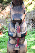 Kiwi Art Art - Hungry Bear Totem  by James Wheeler