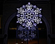 Suzanne Stout - Illuminated Snowflake