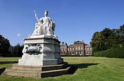 Queen Victoria Prints - Kensington Palace and Queen Victoria statue Print by Robert Preston