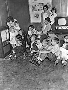 Entertaining Prints - Kids At A Muntz TV Showroom Print by Underwood Archives