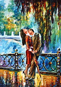Figures Painting Prints - Kiss After The Rain new Print by Leonid Afremov