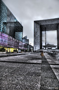 Grate Photos - La Defense in the Rain by Evie Carrier