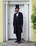 Abraham Lincoln Pictures Prints - Lincoln Leaving a Building 2 Print by Ray Downing