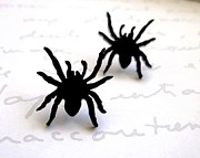Silhouettes Jewelry - Little sweet spider stud earrings by Rony Bank